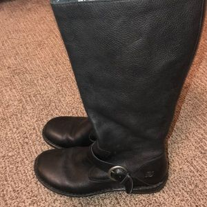 BORN boots with inside zipper